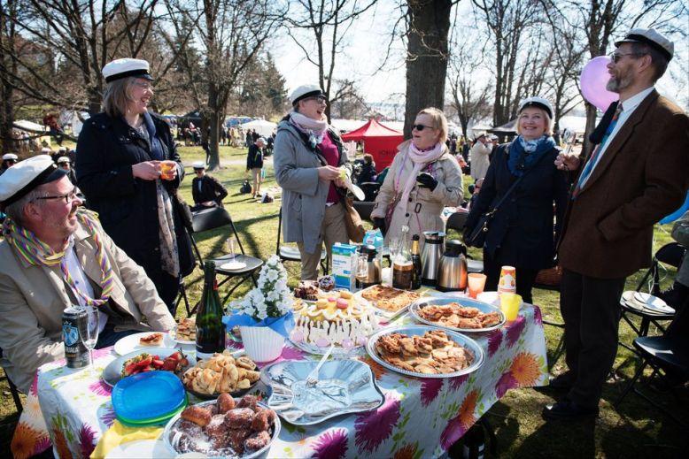 Vappu vappupäivä Ullanlinnanmäki piknik vappupiknik