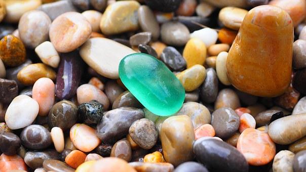 pebbles-1090536__340 (1)