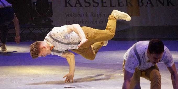 gymnastics-1156331__340.jpg